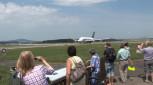 Flugzeuge fast zum Berühren