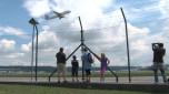 Der Zaun: Flugzeug-Beobachten in Rümlang